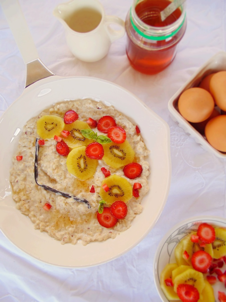 Luxurious Vanilla Bean Porridge with Gold Kiwi and Strawberry Salad_Brendon The Smiling Chef_3
