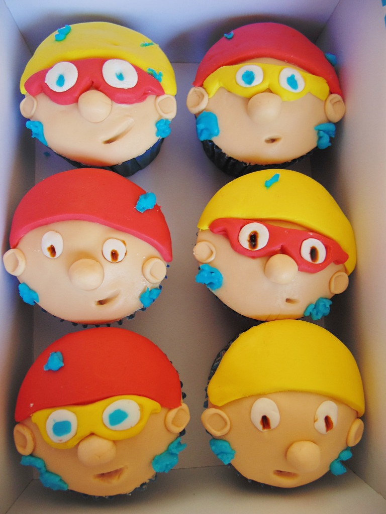 The Swimming Team: Vanilla Cupcakes with Fondant_1