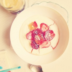 Looking for a delicious breakfast or afternoon tea. Try this semolina porridge with blood orange and strawberry salad